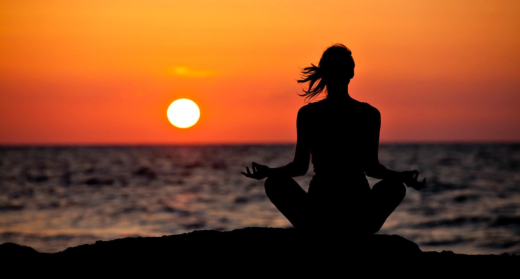 http://www.ishtadevata.com/blog/wp-content/uploads/2015/10/sun-worship.jpg